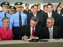 Asignan $32 millones para arreglar las carreteras de la Isla
