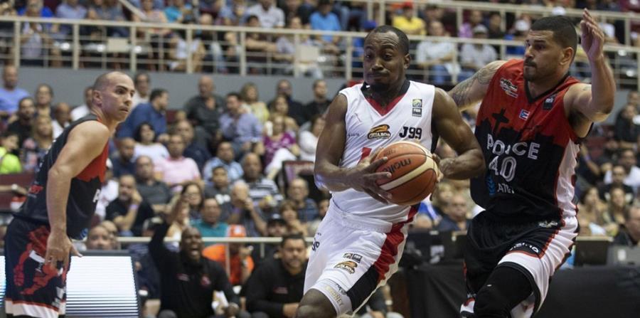 Rodney Green, con el balón, logró 17 puntos por los Guaros de Lara. (FIBA-Américas) (horizontal-x3)