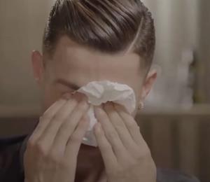 Cristiano Ronaldo llora al ver un vídeo de su padre