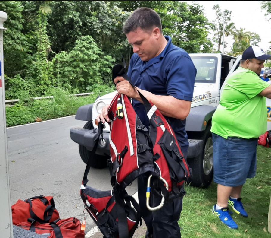 Personal de Manejo de Emergencias realizó el rescate. (Imagen tomada de Facebook) (semisquare-x3)