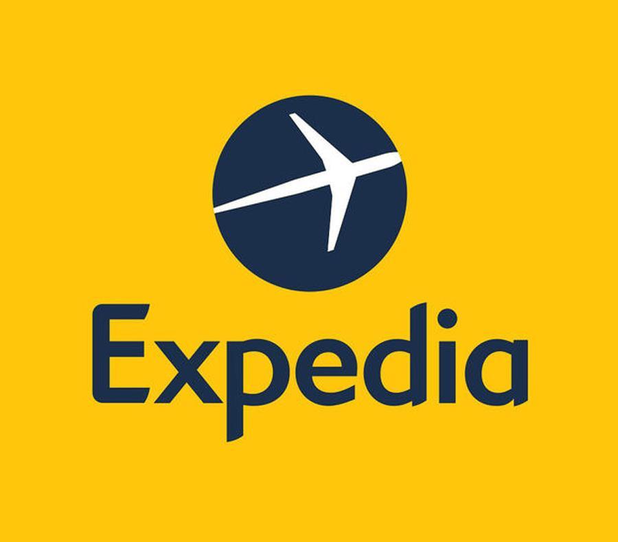 Multa con 325.000 a Expedia por vender viajes a Cuba