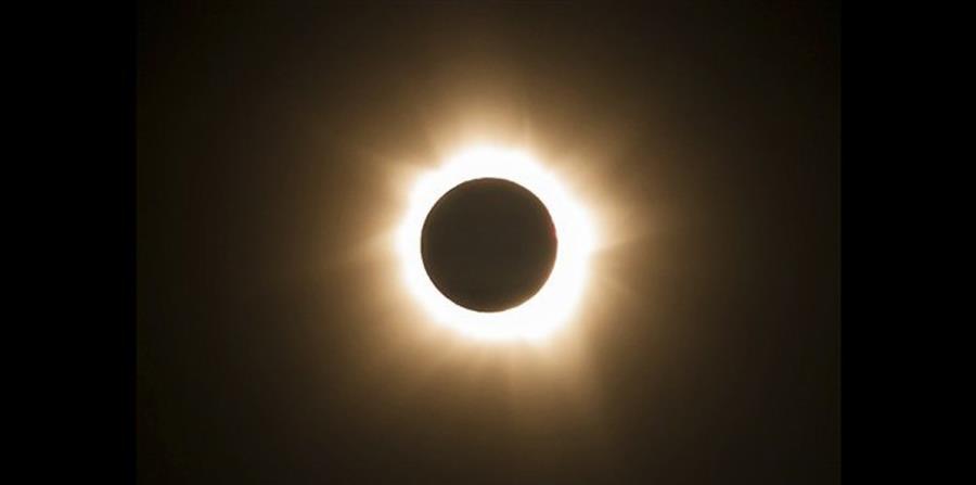 eclipse solar del 21 de agosto (horizontal-x3)