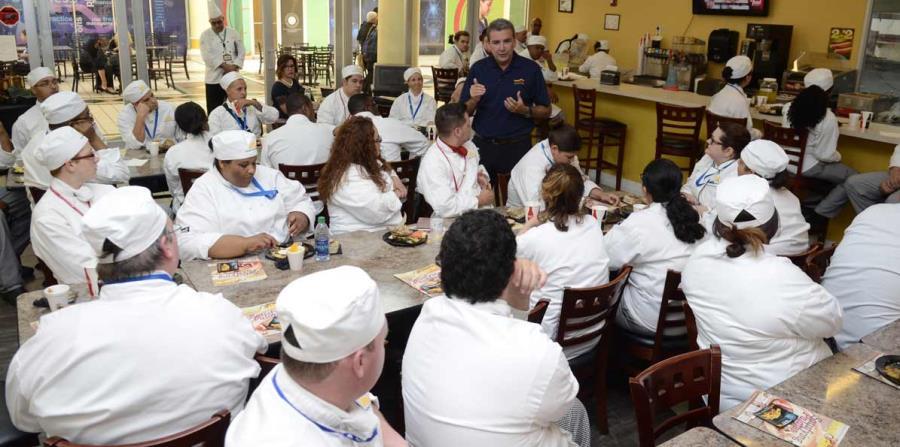 Felipe Pérez fue el orador principal de un evento educativo en el colegio universitario Florida Technical College, en Kissimmee, Florida,  el cual tiene una alta matrícula de estudiantes puertorriqueños. (horizontal-x3)