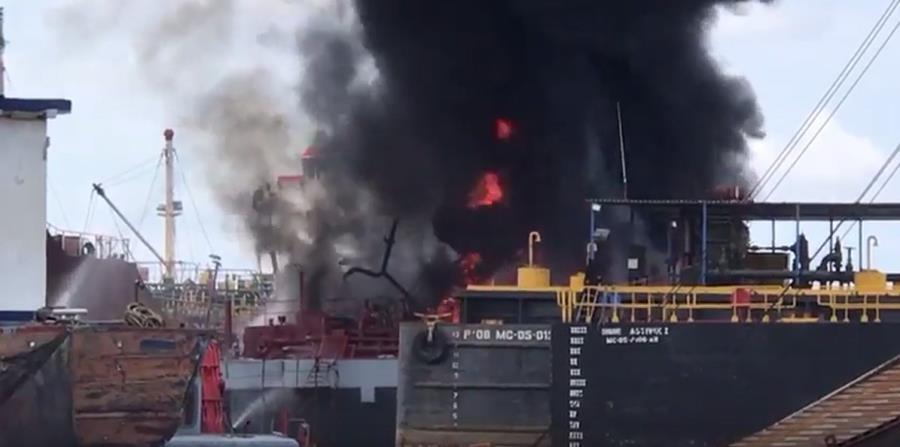fuego en un barco (horizontal-x3)