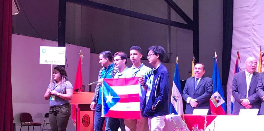 El equipo de Puerto Rico estuvo compuesto por los estudiantes Sebastián J. Portalatín, Ángel Rafael Gómez y Fayleon Lin.  (horizontal-x3)