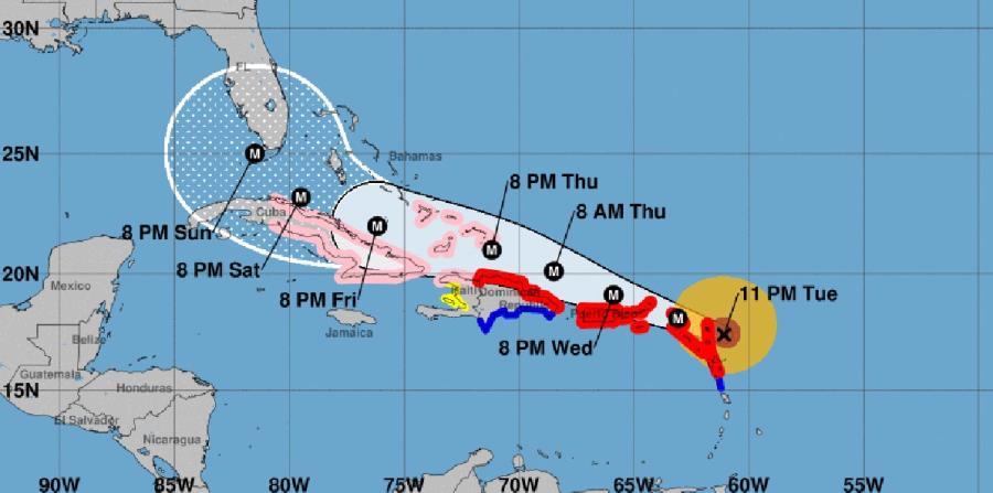 A las 11:00 p.m. el huracán tenía una velocidad de traslación de 15 mph, en dirección oeste noroeste y se espera que siga ese movimiento durante los próximos días. (horizontal-x3)