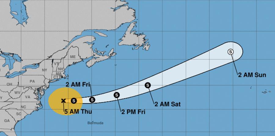 El centro de la tormenta se encontraba 275 millas al este-nordeste de cabo Hatteras, en Carolina del Norte, y avanzaba con rumbo este-nordeste a 8 millas por hora. (horizontal-x3)