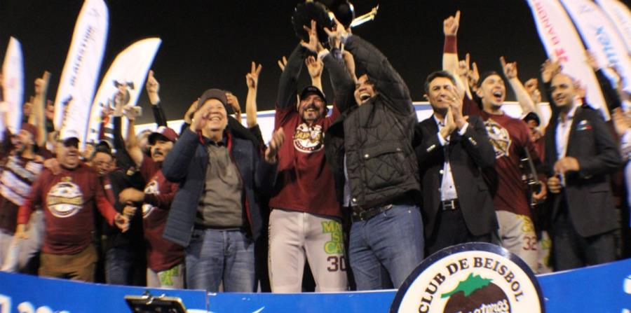 Tomateros alzan el trofeo de la liga mexicana. (horizontal-x3)