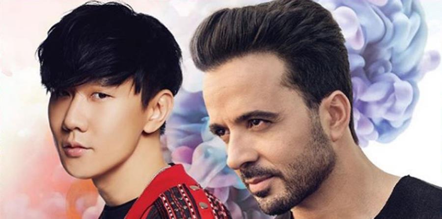 El cantante boricua Luis Fonsi junto a JJ Lin, con quien interpreta una nueva versión de