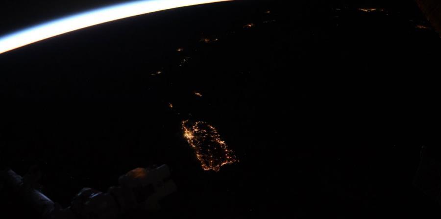 Imagen publicada por el astronauta Joseph Acabá en la que se observa a Puerto Rico. (Captura / Twitter @astroacaba) (horizontal-x3)