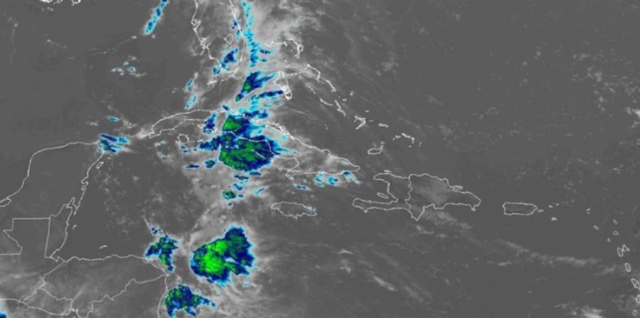 Imagen de satélite que muestra la extensa zona de aguaceros que deja la baja presión sobre Cuba y Florida. (Captura / NOAA) (horizontal-x3)