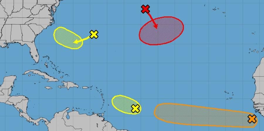 Mapa preparado por el Centro Nacional de Huracanes que identifica las zonas en las que se encuentran los disturbios con potencial ciclónico. (Captura / NOAA) (horizontal-x3)
