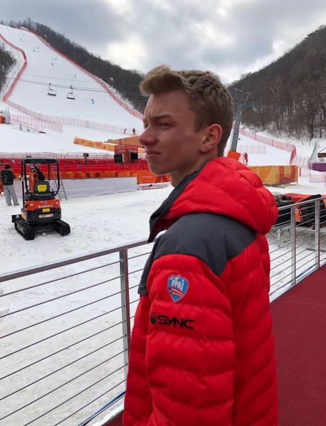 Charles Flaherty espera para entrar a la pista de Gian Slalom, donde realizaría un entrenamiento. (Suministrada / FPAI) (vertical-x1)