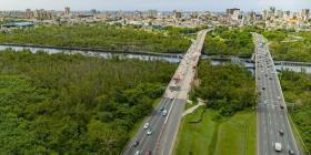 Abren dos carriles del puente sobre el Caño Martín Peña