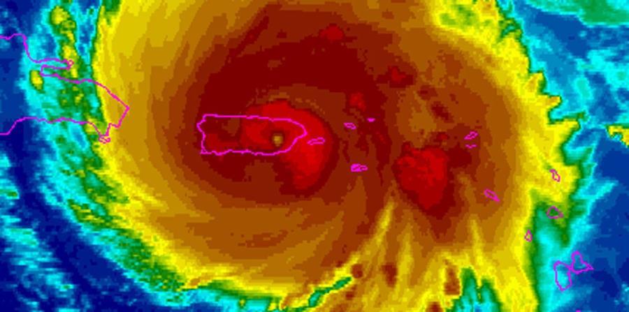 Captura de satélite en el momento en que el ojo del huracán María se encontraba sobre el municipio de Caguas. (Captura / NOAA) (horizontal-x3)