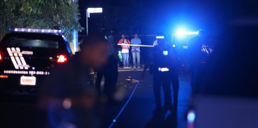 La Policía investiga la escena de un accidente. (GFR Media) (horizontal-x3)