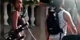 Escándalo en Colombia: un hombre pasea con una mujer encadenada al cuello