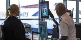 El reconocimiento facial está por todas partes en este aeropuerto chino