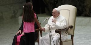 La inesperada reacción del Papa cuando una niña interrumpió su audiencia