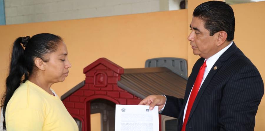 El gobierno salvadoreño libera a una mujer condenada por abortar (horizontal-x3)
