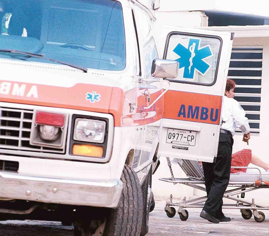 La ambulancia fue impactada por un auto. (GFR Media) (semisquare-x3)