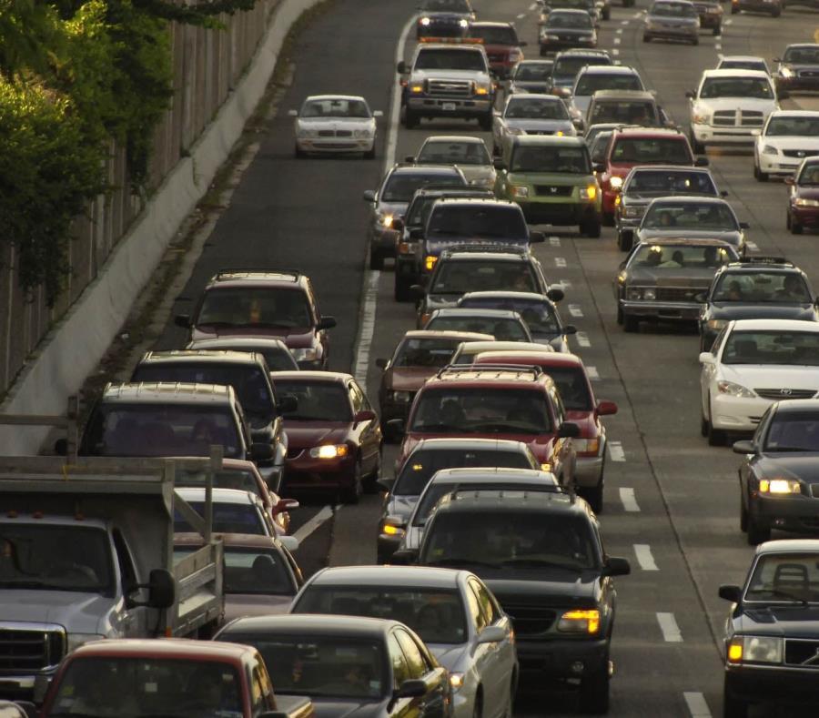 Imagen de congestión vehicular en la isla. (semisquare-x3)