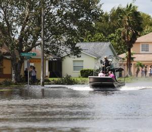Florida entrega ayuda alimentaria por $1,000 millones tras Irma