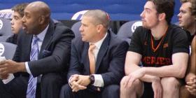 El técnico Juan Cardona deja la Universidad de Mercer para volver dirigir baloncesto de escuela superior en Miami