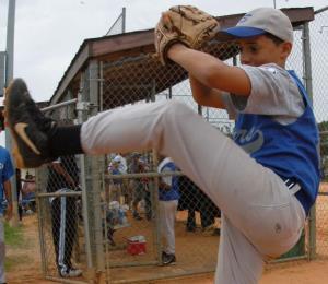 Causas del Little League Elbow y sus riesgos