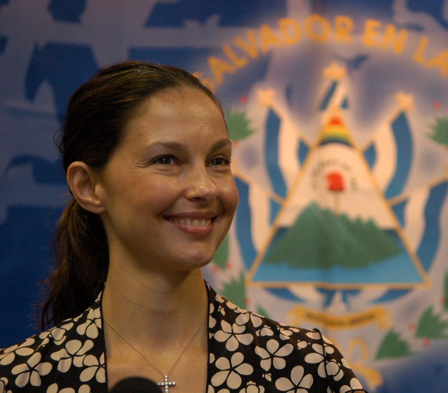 Ashley Judd fue una de las primera famosas en alzar la voz contra Harvey Weinstein (semisquare-x3)