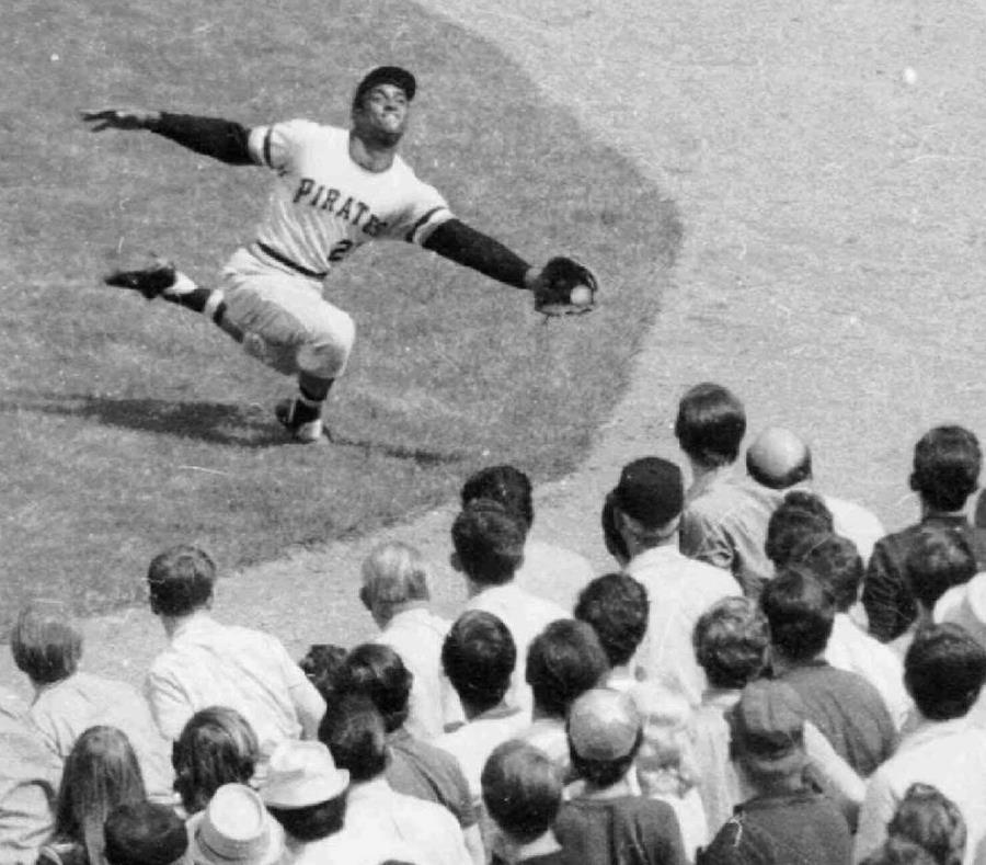 Roberto Clemente encabezó, en el 1971, la ofensiva de los Piratas de Pittsburgh bateando para .414.  (AP) (semisquare-x3)