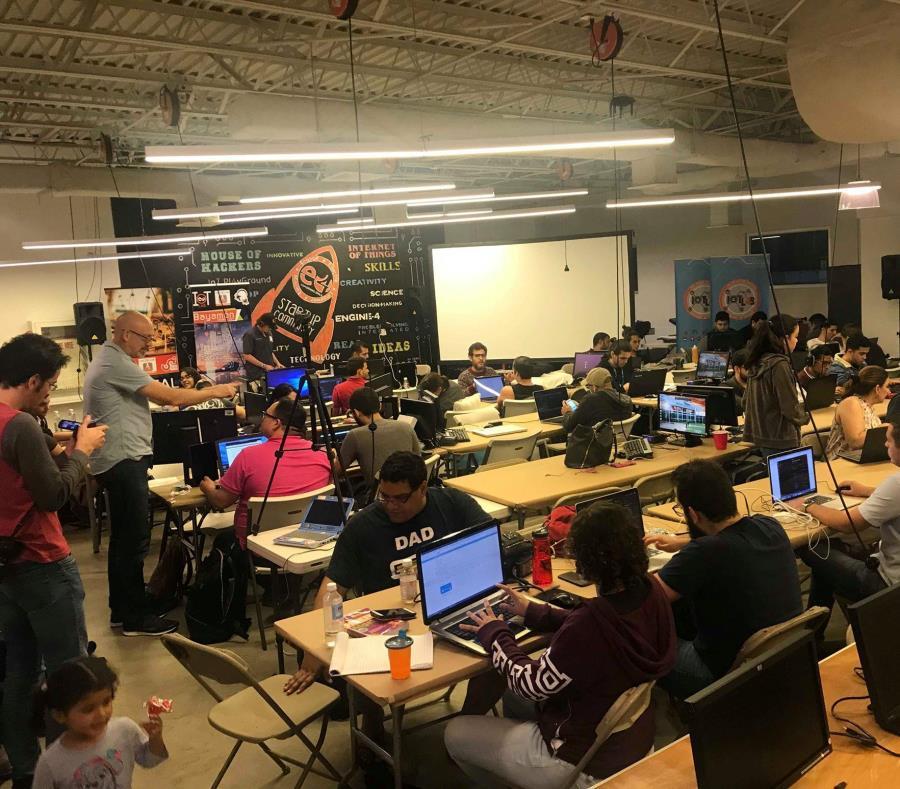 Los estudiantes que participen del curso, en solo tres meses conseguirán sentar las bases para desarrollar soluciones de IoT. (semisquare-x3)