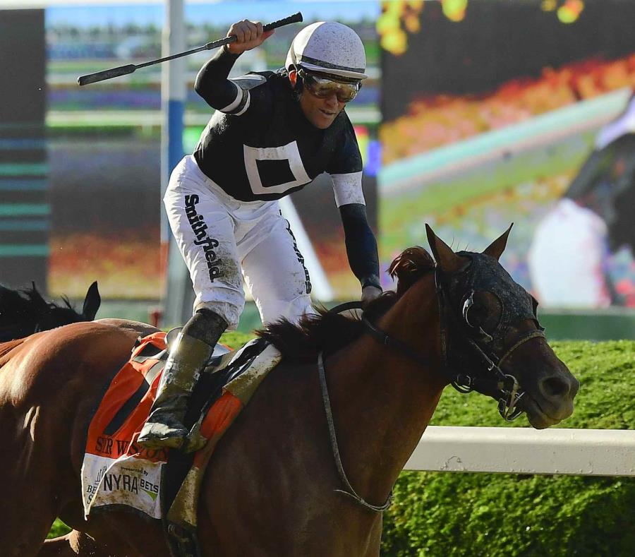 El dominicano Joel Rosario celebra a bordo de Sir Winston, ganador del Belmont Stakes. (semisquare-x3)