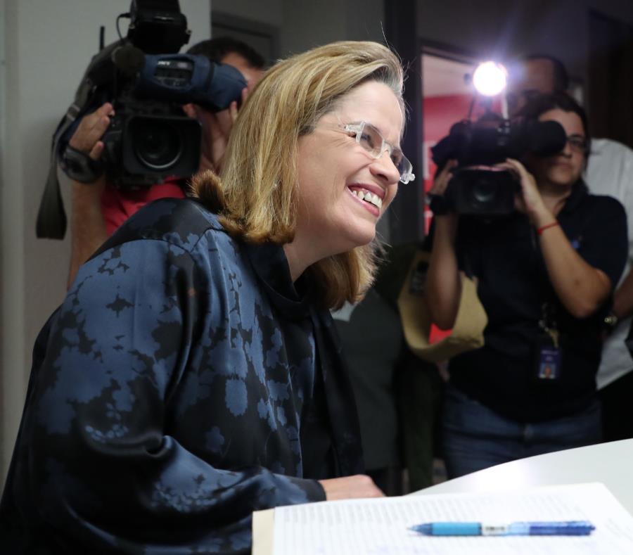 La alcaldesa de San Juan, Carmen Yulín Cruz Soto, a su llegada ayer a la sede del partido en Puerta de Tierra. (semisquare-x3)