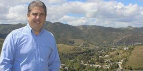 Adalberto Reyes radica demanda en busca de revertir descalificación por parte del PNP