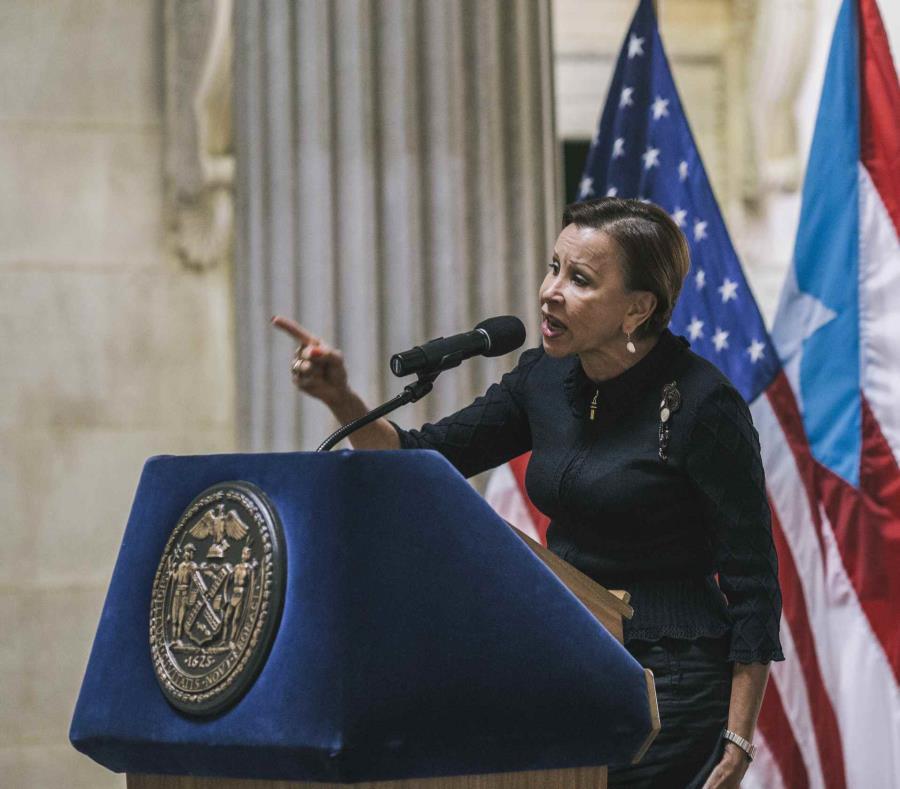 La congresista Nydia Velázquez (semisquare-x3)