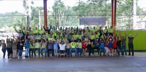 Comunidad en Corozal celebra la labor de empleados de compañía eléctrica