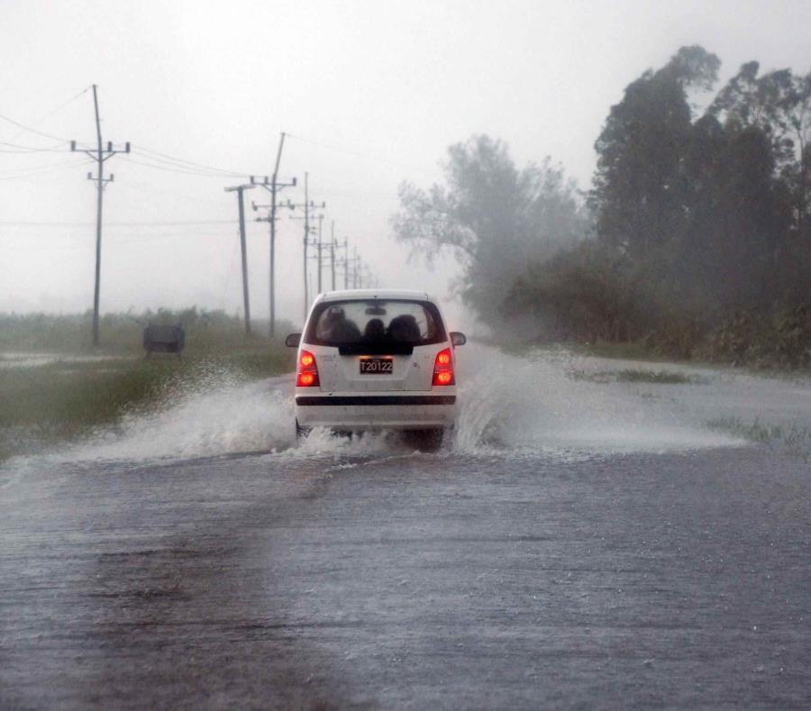 Una calle inundada en Cuba tras el paso del huracán Ike en 2008 (semisquare-x3)
