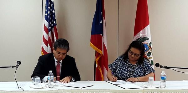 La contralora de Puerto Rico firma un acuerdo con la Contraloría General de Perú
