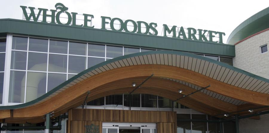 Whole Foods seguirá operando sus tiendas bajo su nombre y John Mackey seguirá como director general, con sede en Austin, Texas. (horizontal-x3)