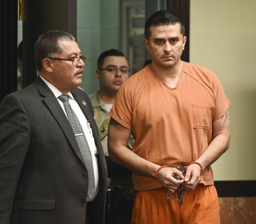 El agente fronterizo Juan David Ortiz comparece en un tribunal de distrito el jueves 10 de enero de 2019, en Laredo, Texas (semisquare-x3)