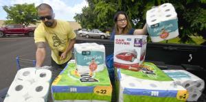 Hawaii se prepara ante el posible impacto del poderoso huracán Lane