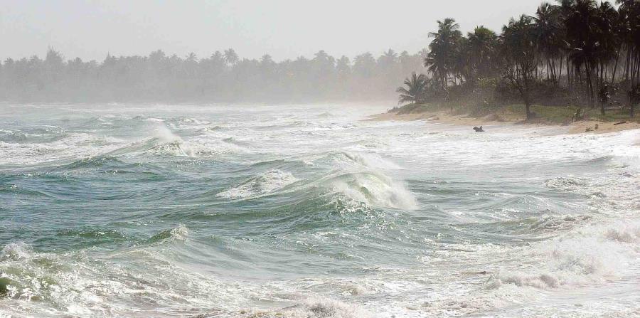 El alza del nivel del mar erosiona las costas e impacta la infraestructura establecida cerca del agua. (horizontal-x3)