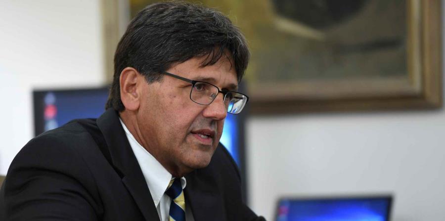 El presidente interino de la UPR, Darrel Hillman, informó que se sostendrán en el aumento de $56 a $75 del costo del crédito. (horizontal-x3)