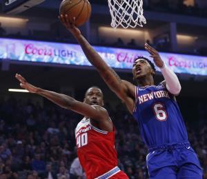 Los Knicks remontan y vencen a los Kings en un partido cerrado