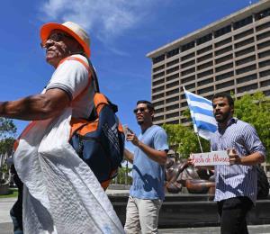 Viequenses y culebrenses protestan por los problemas con la transportación marítima