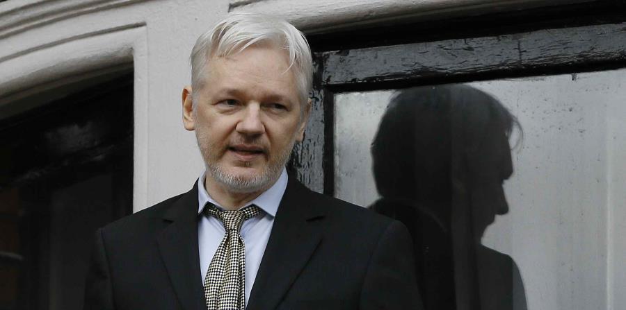 Assange, de 45 años, se refugió en la embajada de Ecuador en Londres en 2012 para evitar la extradición a Suecia (horizontal-x3)