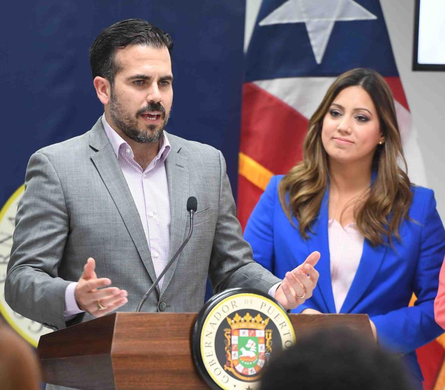 Exgobernador de Puerto Rico nombra a su secretario como sucesor interino