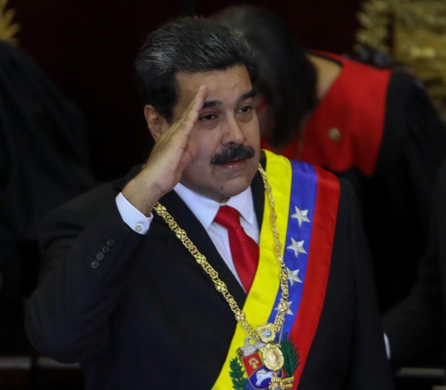 El presidente de Venezuela, Nicolás Maduro (c), se presentó a la sede del Tribunal Supremo de Justicia (TSJ) (semisquare-x3)