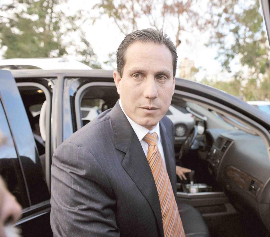 El ministerio fiscal alega que cuando Héctor Martínez era presidente de la Comisión de Seguridad Pública del Senado fue sobornado para que aprobara  medidas que beneficiaban a una empresa. (semisquare-x3)